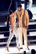 082717-lifestyle-see-what-keyshia-ka-oir-wore-to-perform-with-gucci-mane-at-the-v-2